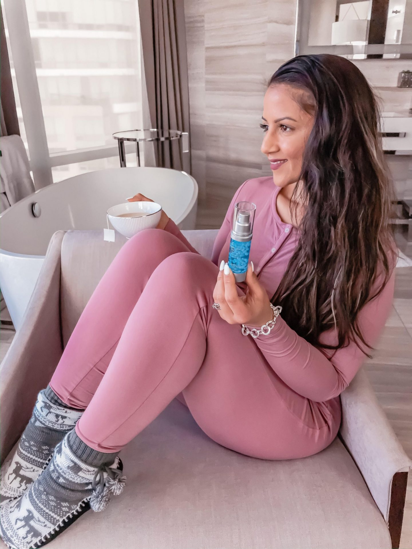 How to use the NEUTROGENA® Hydro Boost Multi-Vitamin Booster in your routine
